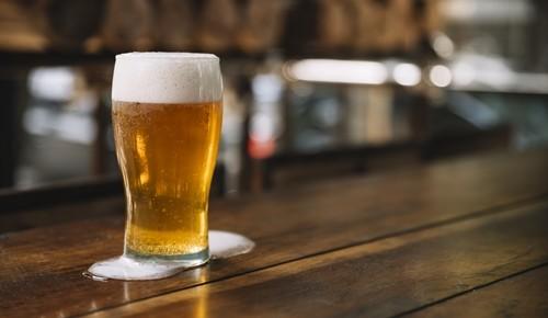 ¿Puede una embarazada tomar cerveza?