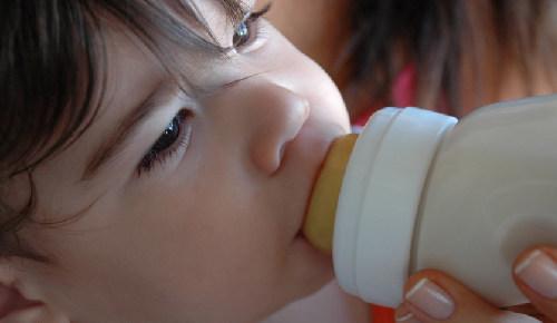 Bebé rechaza la leche de fórmula