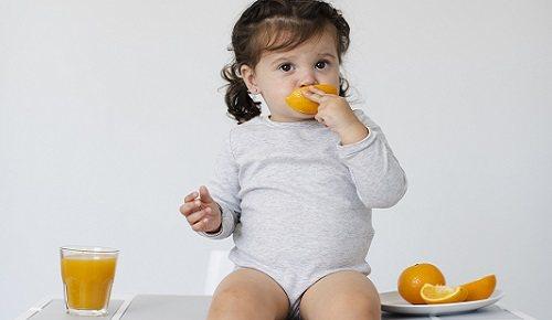 ¿a qué edad puede comer un bebé naranja?