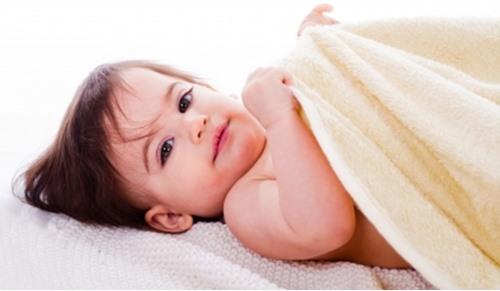 Bebés con uñas encarnadas