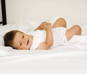 ¿Cuándo puede un bebé dormir con almohada?