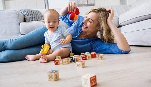 Enseñar al bebé a jugar
