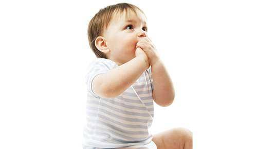 ¿Cómo conseguir que tu bebé deje de chuparse el dedo?