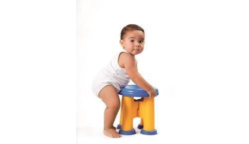 Enseñar al bebé a ponerse de pie