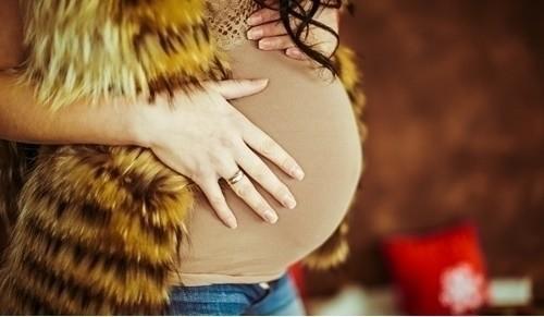 ¿Cómo vestir moderna en el embarazo?