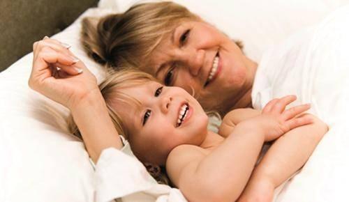 Cuidar de los nietos da felicidad… y alarga la vida