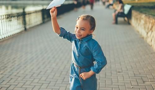 ¿pueden los niños viajar solos?