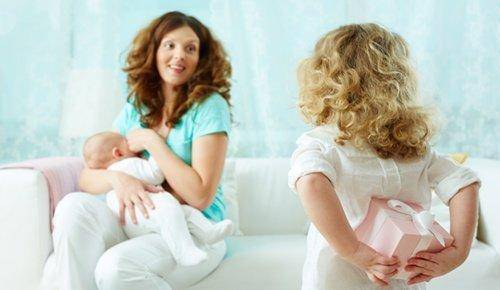 Consejos si vas a visitar a un recién nacido y su mamá
