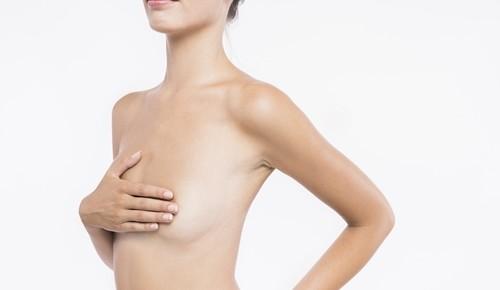 ¿es normal tener bultos en el pecho?