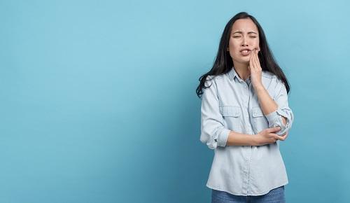 ¿Es normal que duelan los dientes en el embarazo?