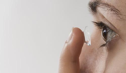 ¿puede un niño usar lentes de contacto?