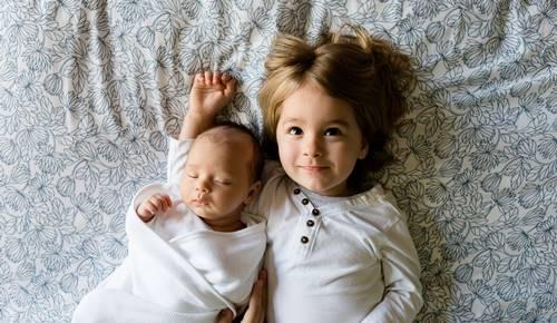 Cómo contratar a una niñera: trámites a realizar