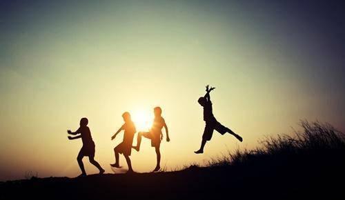 Cómo entretener a niños hiperactivos
