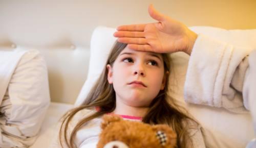 ¿Qué es bueno para el vómito en los niños?