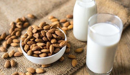 ¿puede un bebé tomar leche de almendras?