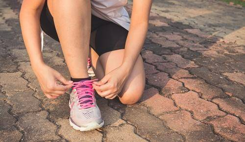 ¿por qué se siempre se nos desatan los cordones de los zapatos?