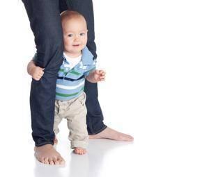 ¿Cuándo hay que ponerles zapatos a los bebés?