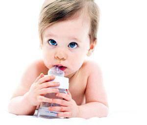 Mi bebé no quiere beber agua