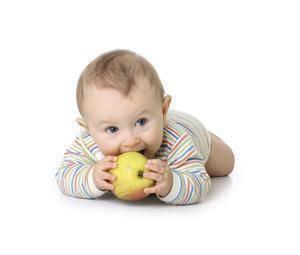 Frutas para bebés, ¿cómo hacer para que las coma?