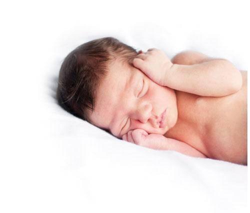 ¿A qué edad los bebés empiezan a dormir toda la noche sin despertarse?