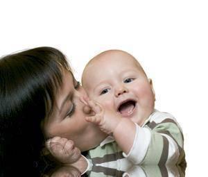 Bebé feliz, adulto sano