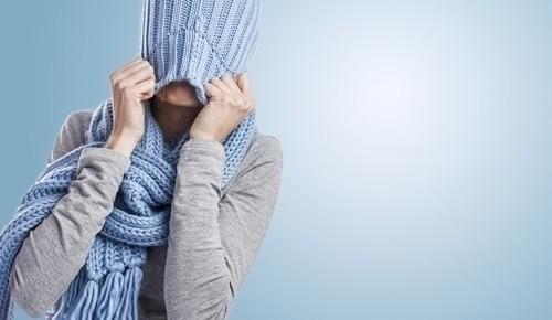 dolor de estomago y frio en el cuerpo