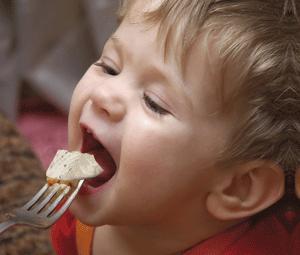 ¿A qué edad puede comer pescado un bebé?