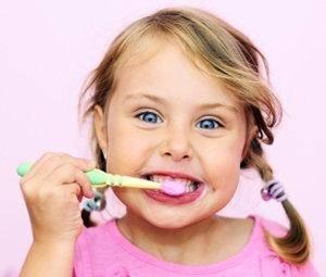 Cómo enseñarle a cepillarse los dientes