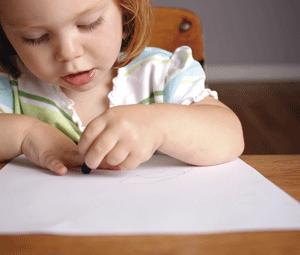 Cómo aprender a escribir: los primeros trazos de tu niño