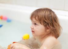 ¿Hasta qué edad me puedo bañar con mi hijo?