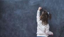 ¿A qué edad aprenden a escribir su nombre los niños?