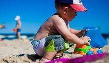 ¿Qué necesito llevar para ir a la playa con mi hijo?