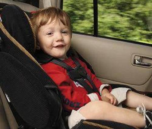 ¿Cuándo puede ir un niño en elevador en el coche?