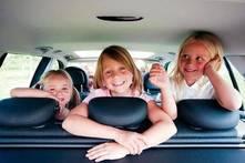 ¿Cuándo pueden ir los niños sin silla en el coche?