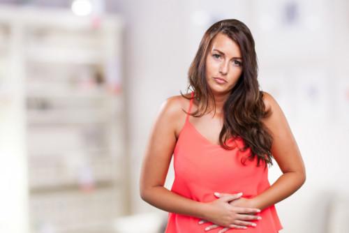 ¿Es normal tener cólicos después de una cesárea?