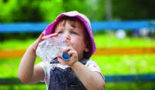 ¿Mi bebé puede tomar agua?