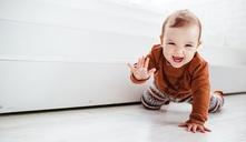 ¿Cuándo un bebé debe gatear?