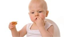 ¿A qué edad empiezan a comer sólido los bebés?