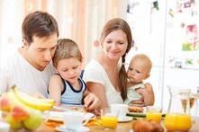 ¿Cómo comen tus hijos? Ayúdalos a comer de manera saludable