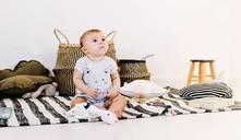 ¿Cómo puedo ayudar a mi bebé a sentarse?