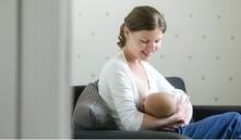 ¿Puede un bebé ser alérgico a la leche materna?